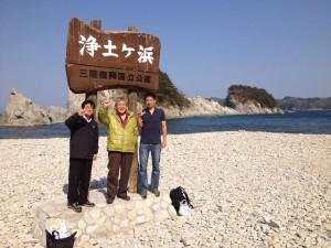 宮古テニス協会会長 越田さん、地元ボランティアグループ 友綱の会 代表 堀内さんと