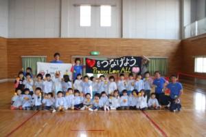 おひさまキッズルームの子供たちとテニスの後集合写真
